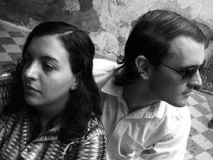 Nancy Barbero y Alexis Muiños, dos actores que interpretan a otros dos actores en Fingido.