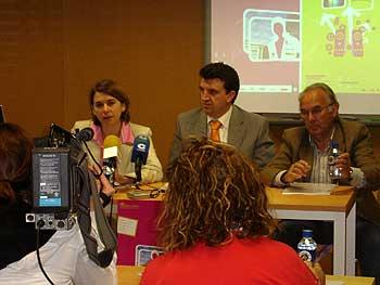 Presentación del Campus de Verano CITA 2007. En la foto aparecen, a la izquierda, Carmen Gálvez, Directora Ejecutiva de OpenYourWeb.com, en el centro Joaquín Pinto, Director del CITA, y a la derecha Marino Pérez, Concejal de Cultura del Ayuntamiento de Peñaranda de Bracamonte.
